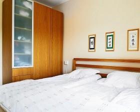 70平米简约单身公寓卧室装修效果图