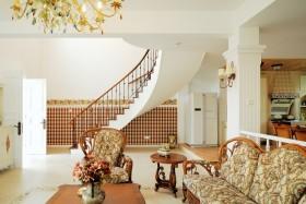 田园风格复式客厅装修效果图