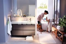130平米三室两厅两卫家庭卫生间装修效果图