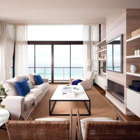 原木元素的海景房现代风格舒适装修客厅图片