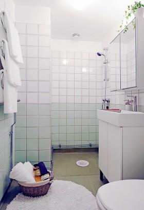 复式楼简洁的卫生间瓷砖效果图