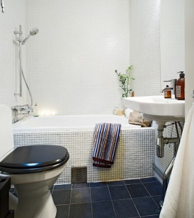 51平米小户型公寓卫生间浴缸瓷砖效果图