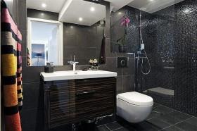 70平小户型黑色深沉卫生间瓷砖效果图