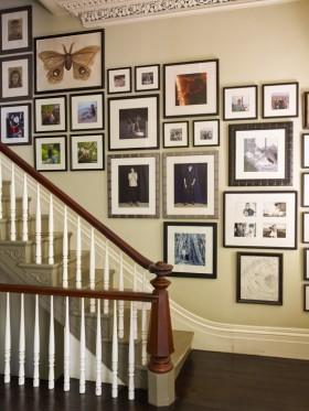 时尚温馨照片墙打造复式楼道设计
