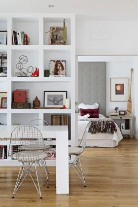 80后简约浪漫的婚房装修 温馨的书房博古架效果图