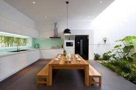 开放式厨房餐厅实木餐桌图片