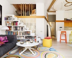 简约明朗的复式楼客厅博古架装修效果图