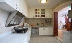 浪漫的田园风格两室一厅厨房橱柜装修效果图