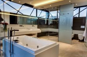 南非米德兰 Ber House 现代别墅卫生间装修效果图