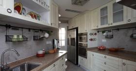 二居室家庭厨房橱柜装修效果图