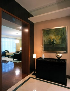奢华内敛的三室两厅玄关装修效果图