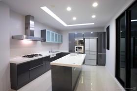 现代二居室厨房装修效果图
