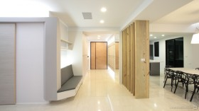 现代二居室进门玄关装修效果图