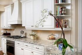 二居室装修效果图白色厨房装修效果图