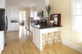 以美式为主体风格的混搭厨房吧台装修效果图