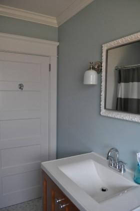 白色卫生间门装修效果图