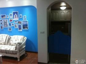 蓝色地中海客厅沙发背景墙装修 照片墙装修效果图