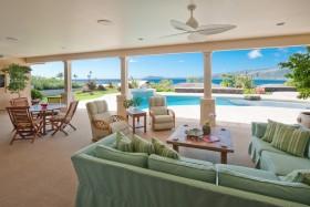 简约舒适的客厅阳台装修效果图  海景别墅客厅装修效果图