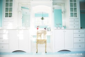 浅色调卫浴柜装修效果图