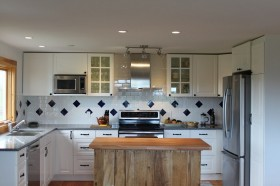 整体开放式厨房实木橱柜台面装修效果图