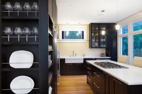 黑色的厨房橱柜装修效果图