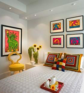 现代卧室照片墙装修效果图