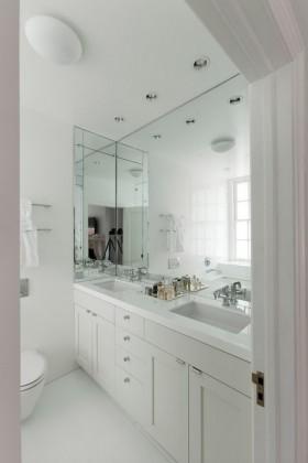 白色简约风格卫生间装修效果图
