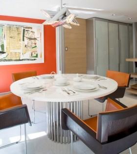 餐厅圆形餐桌背景墙装修效果图