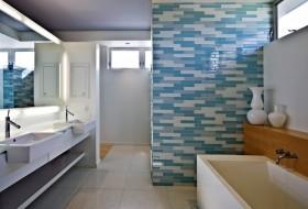 现代风格别墅装饰效果图 卫生间瓷砖隔断装修效果图