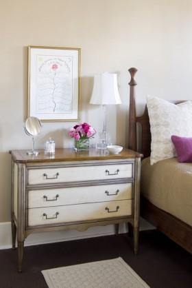简单卧室床头柜装修效果图