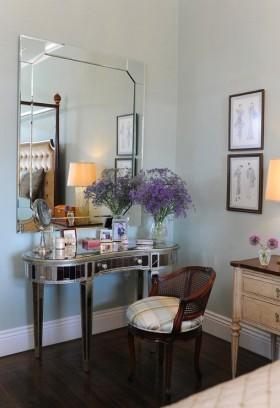 现代小户型家庭卧室梳妆台装修效果图