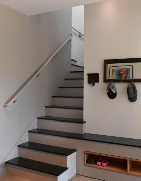 复式楼梯地柜鞋柜装修效果图