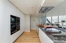顶层简约现代风格厨房装修效果图