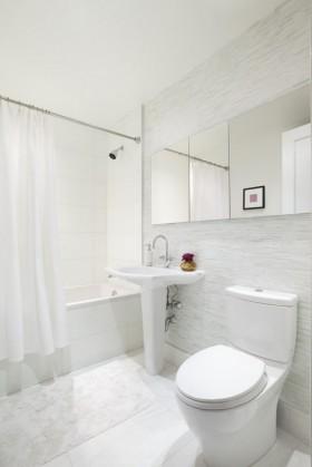 白色简欧风格卫生间厕所装修效果图