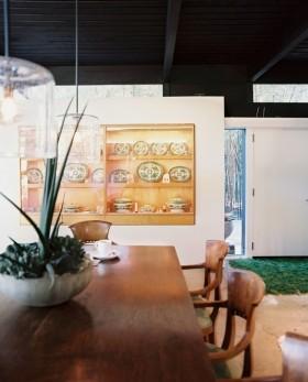 乡村别墅餐厅壁柜装修效果图