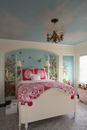 欧式卧室蓝天白云吊顶装修效果图