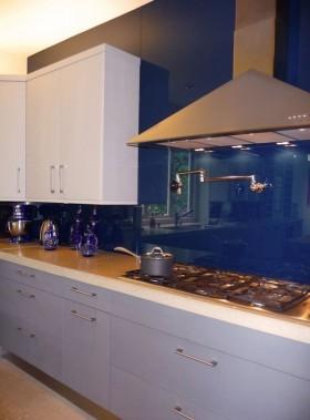 厨房装修效果图 小厨房蓝色瓷砖装修