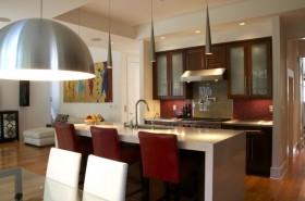 现代风格红色基调厨房装修效果图