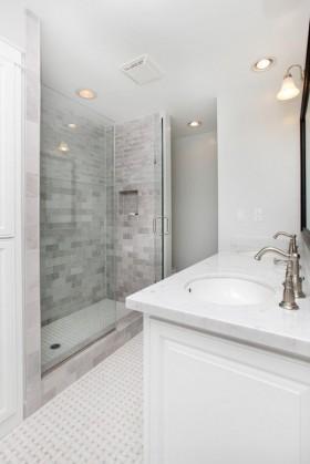 白色极简卫浴间洗手台装修效果图 卫生间装修效果图