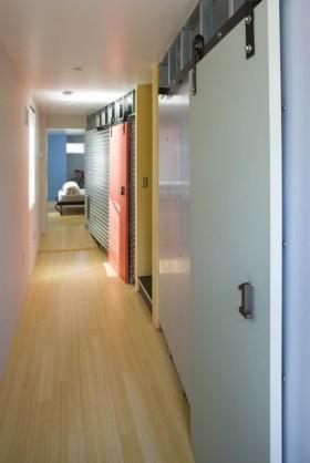 走廊进卧室隐形门装修效果图
