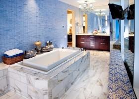 简欧风格卫生间蓝色瓷砖背景墙装修效果图 卫生间浴缸效果图