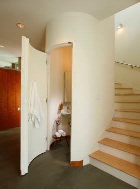 复式卫生间隐形门楼梯装修效果图