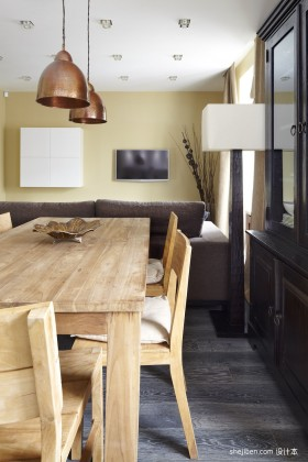 单身公寓原木质感餐厅装修效果图