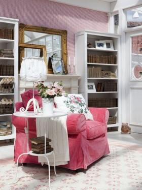 粉色系单身公寓沙发装修效果图