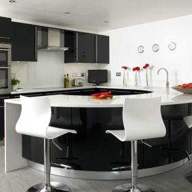 现代简约圆弧形半开放式厨房吧台装修效果图