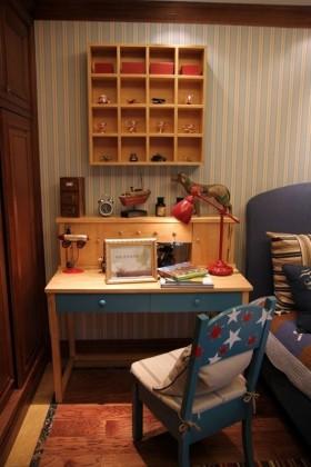 小户型儿童房书桌装饰效果图片