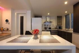 半开放式厨房装修 橱柜台面效果图