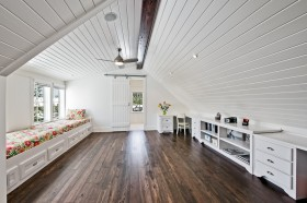北欧风格斜顶阁楼飘窗装修效果图
