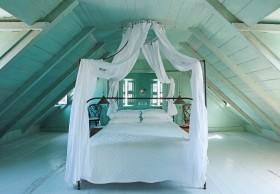 简约风格斜顶阁楼装修效果图 阁楼卧室装修图片