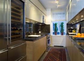 简约狭长型厨房装修效果图片